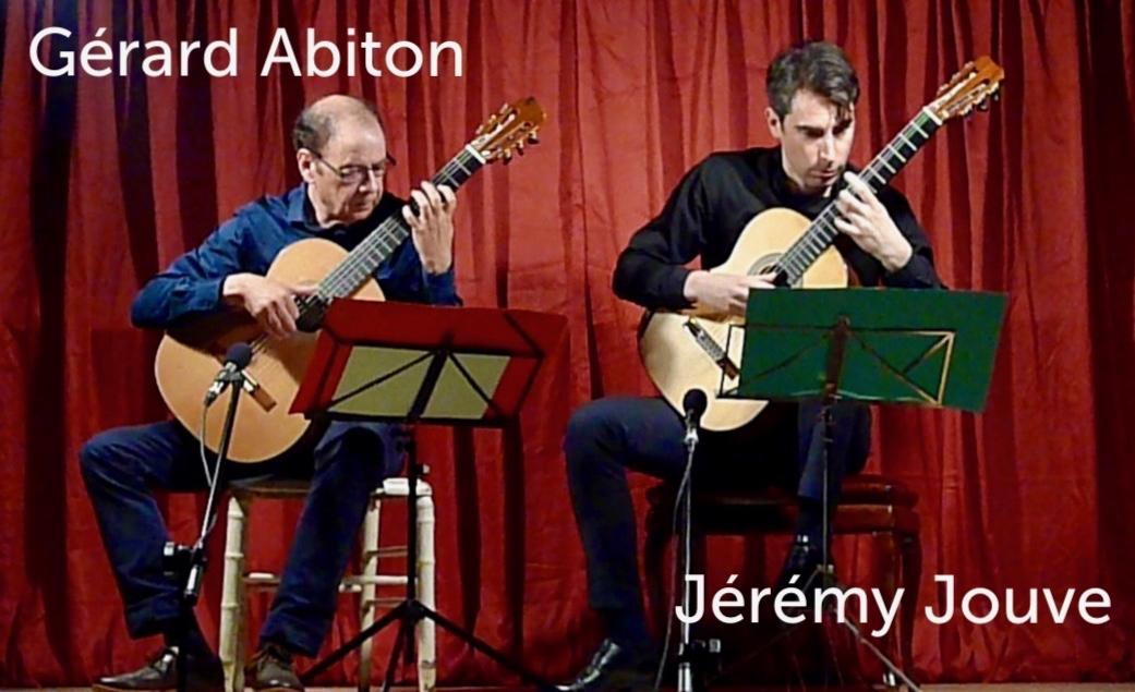 Gérard Abiton & Jérémy Jouve jouent de la guitare
