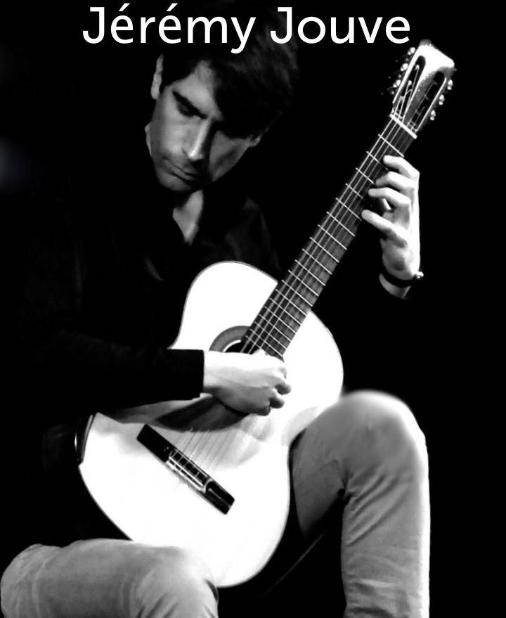 Jérémy Jouve joue de la guitare
