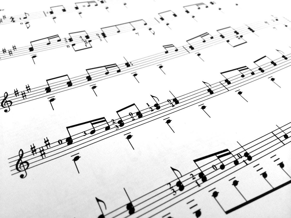 Partition de musique remplie de notes