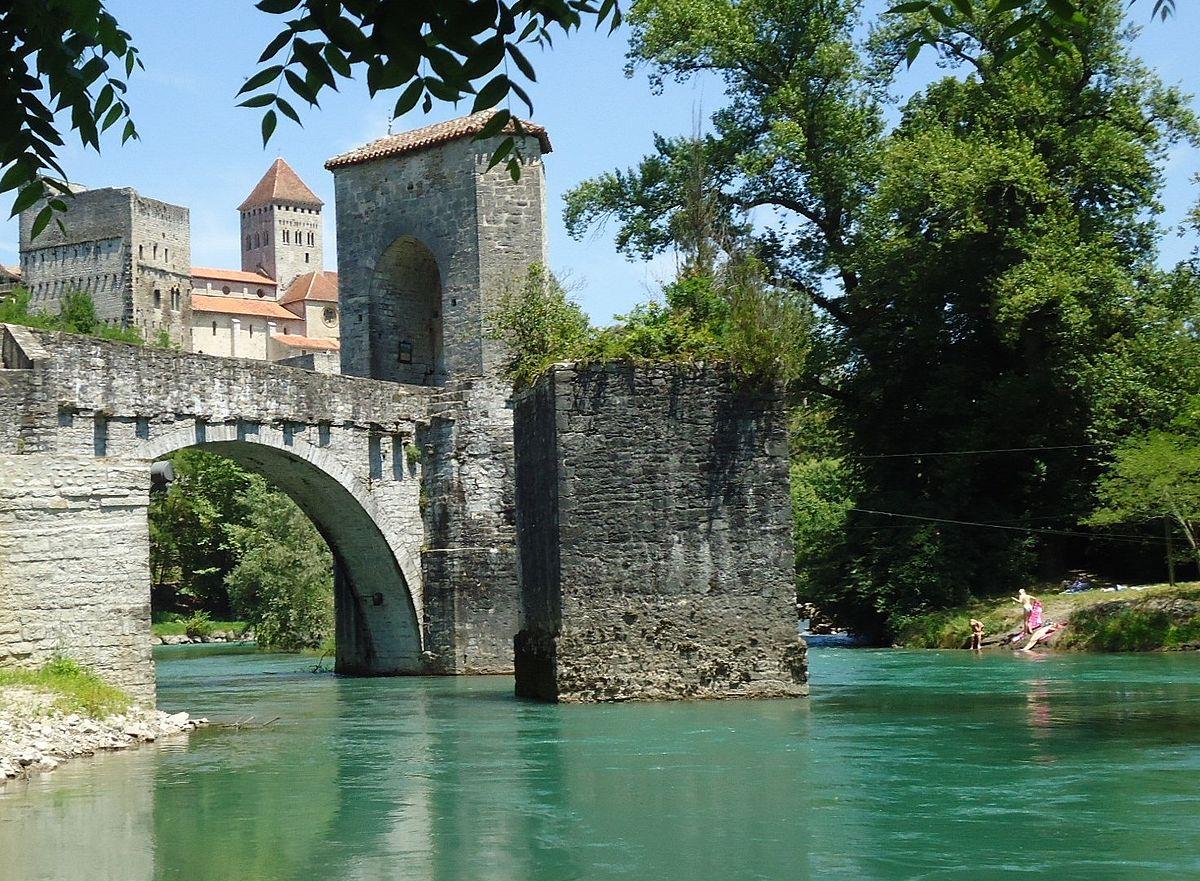 Pont surplombant une rivière à Sauveterre de Béarn